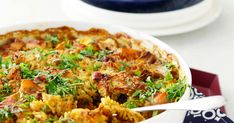 Kasvikset, broileri ja riisi samassa mehevässä paketissa! Arjen kätevin uuniruoka syntyy helposti yhdessä vuoassa. Quiche, Healthy Recipes, Healthy Food, Food And Drink, Fresh, Dinner, Cooking, Breakfast, Koti