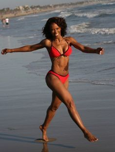 This gorgeous woman, Wendy Ida, is 61 YEARS old! She has dedicated herself to health and fitness and is in amazing shape. An inspiring article! Fit Black Women, Beautiful Black Women, Fit Women, Toned Women, Older Women, Body Inspiration, Fitness Inspiration, Fitness Armband, 50 And Fabulous