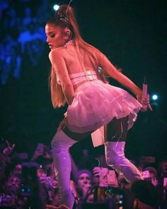 Ariana Grande Performs at Her Sweetener World Tour at Arena in London, – Сelebs of World Ariana Grande 壁紙, Adriana Grande, Ariana Tour, Ariana Grande Photoshoot, Ariana Grande Pictures, My Everything Ariana Grande, Ariana Grande Sweetener, Ariana Grande Wallpaper, Paparazzi Photos