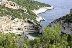 Homevialaura   My travel guide to Croatia and Montenegro   Komiza   Vis   Stiniva   travelling