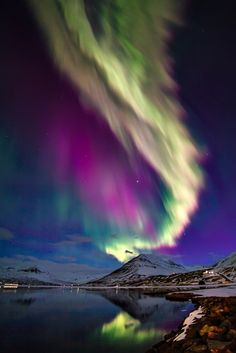 Aurora eruption (Iceland) by Gisli Kristinsson Beautiful Sky, Beautiful Landscapes, Beautiful World, Beautiful Places, Beautiful Pictures, Northen Lights, Photos Voyages, Natural Phenomena, Amazing Nature