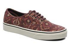Si buscas un estilo casual y relajado, estas zapatillas son la mejor opción. Con suela de caucho y exterior en textil, el comfort esta asegurado. #zapatoshombre #zapatillas Deportivas Vans Authentic Vino - Sarenza.es (191480)