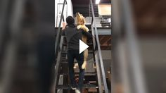 Für Hunde ist es nicht unbedingt gesund Treppen zu steigen. Vor allem, wenn sie beispielsweise Hüftprobleme haben und ihnen das Treppensteigen Schmerzen...