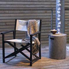 Pliable, ce fauteuil metteur en scène lounge est facile à vivre, aussi bien dedans que dehors.