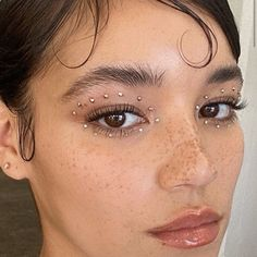 Freckles and makeup accessories - ChicLadies. Makeup Goals, Makeup Inspo, Makeup Art, Makeup Inspiration, Beauty Makeup, Hair Beauty, Beauty Style, Makeup Tips, Cool Makeup Looks