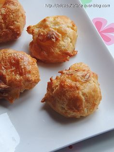 Gougères au camembert (farine, oeufs, beurre, gruyère râpé, sel, camembert)