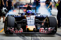 #BahrainGP FP2: 1. ROS - 2. HAM - 3. BUT - P4 @maxverstappen1 - 5. RAI - 6. VET - 7. KVY - 8. BOT - 9. RIC - 10. MAS ... P13 @carlosainz  #F1 #tororosso