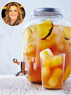 Trisha Yearwood S Pineapple Iced Tea Is The Drink Of # trisha yearwood s ananas-eistee ist das getränk von Trisha Yearwood S Pineapple Iced Tea Is The Drink Of # Refreshing Drinks, Fun Drinks, Yummy Drinks, Healthy Drinks, Nutrition Drinks, Healthy Eats, Summer Beverages, Camping Drinks, Mixed Drinks