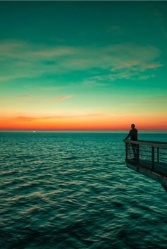 I can only imagine all the different colors of sunset around the world. Sunset in Malmo, Sweden Beautiful World, Beautiful Places, Beautiful Sunset, Cities, Relax, The Good Place, Travel Photography, Scandinavian, Scenery