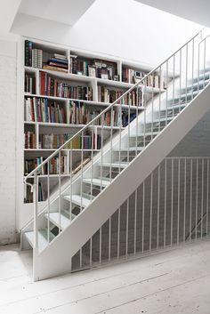 Catbird Founder Rony Vardi's Brooklyn Home Beautiful Interiors, Bookcases, Bookcase Shelves, Staircase Bookshelf, Stair Shelves, Wall Shelving, Bookshelf Styling, Brooklyn Brownstone, Brownstone Homes