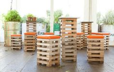The pallet stool is a very basic object in-house fixture which is used for unique purposes in the house. The pallet stool is a casual object inside the. Table Palette, Palette Deco, Palette Furniture, Diy Pallet Furniture, Furniture Making, Furniture Ideas, Garden Furniture, Furniture Chairs, Outdoor Furniture