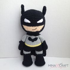 4 FREE Crochet Amigurumi Patterns: Pennywise, Joker, Wonder Woman and Batman Batman Amigurumi, Amigurumi Doll, Crochet Patterns Amigurumi, Crochet Dolls, Crochet Art, Free Crochet, Scarf Crochet, Batman Free, Crochet Batman