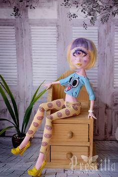 Custom Draculaura Cyclops Monster Doll OOAK Repaint by Prescilla OOAK Monster High