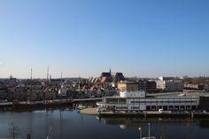 Uitzicht vanaf de Ringersfabriek in Alkmaar. Te zien zijn het politiebureau en het Grote Kerk.