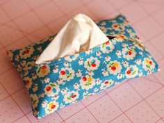 free sewing tutorial - tissue holder curved opening that keeps the tissue in better than most other holders