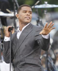 Soul singer Maxwell to bring concert tour to Orlando Frankie Beverly, Miseducation Of Lauryn Hill, Usher Raymond, Gladys Knight, Luther Vandross, Soul Artists, Soul Singers, Neo Soul, Musica