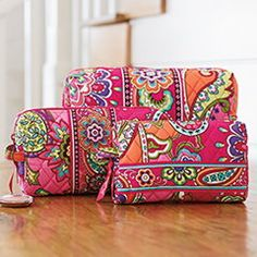 #VeraBradley has a new #BreastCancerAwareness pattern! Pink Swirls and it's so beautiful!