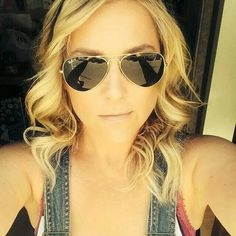 Jessica Capshaw (Arizona Robbins) selfie from trailer door. Grey's Anatomy. [JCap's Twitter]