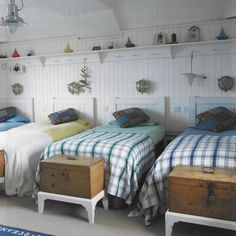 I want this as a bunkroom for all of my grandkids and I love the wooden trunks on the pedestals.
