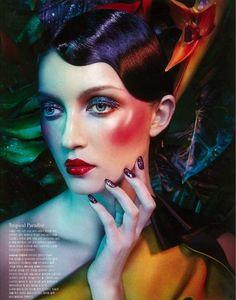 Glamorous Glitter-Covered Beauties : glittery makeup