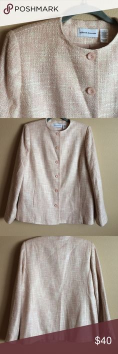 🎀Alfred Dunner Pink & White Sparkly Blazer🎀 Alfred Dunner Pink & White Sparkly Blazer has flecks of gold for the  amount of shimmer! Fully lined 6 button closure acrylic & polyester blend  Bustline 21 inches length 27 inches Alfred Dunner Jackets & Coats Blazers
