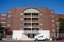 GUILD HOUSE Esta construcción retoma los antiguos estilos arquitectónicos con el uso de los nuevos materiales