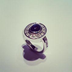 Anillo Au Bl 18k + zafiro + diamantes www.tesoromio.cl