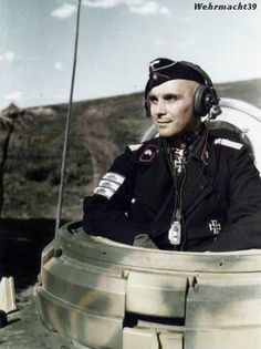 ✠ Franz Bäke (28 February 1898 – 12 December 1978) RK 11.01.1943 Major d.R. Kdr II./Pz.Rgt 11 6. Panzer-Division [262. EL] 01.08.1943 Major d.R. Kdr II./Pz.Rgt 11 6. Panzer-Division [49. Sw] 21.02.1944 Oberstleutnant d.R. Kdr Pz.Rgt 11 [officially] [award for actions as Kdr s.Pz.Rgt Bäke, 23.01.-feb 1944 ; temporary command]