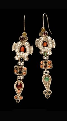 Mongolia | Pair of earrings; silver and semi precious stones | © Musée du quai Branly.  71.1935.115.449.1-2