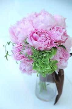 シャクヤク/アジサイ/花どうらく/ブーケ/http://www.hanadouraku.com/bouquet/wedding/