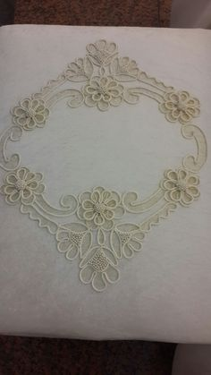 This Pin was discovered by Bah Tambour Beading, Tambour Embroidery, Couture Embroidery, Hand Embroidery, Embroidery Neck Designs, Machine Embroidery Patterns, Embroidery Stitches, Irish Crochet Patterns, Lace Patterns