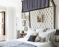 25 BEST DIY Headboard Ideas to Be Your Weekend Project 25 Finding some perfect DIY Headboard ideas to inspire you in making improvements in your bedroom would be a pretty challenging job Diy Canopy, Canopy Beds, Diy Headboards, Headboard Ideas, Home Bedroom, Master Bedroom, Cool Rooms, House Rooms, Room Colors