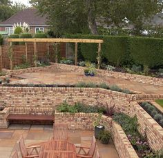Steeply sloping garden design ideas video and photos Dog Garden, Home And Garden, Garden Design Ideas Videos, Urban Garden Design, Garden Levels, Sloped Garden, Diy Pool, Healthy Cat Treats, Diy Fire Pit
