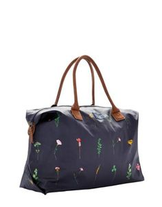 Joules Womens Weekend Bag, French Navy Garden.                     When the opportunity comes for a weekend or night away this is the bag to have close to hand.  Designed to be roomy but easy to carry it's a real get-away essential.  Made from robust printed cotton canvas.
