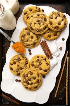 The BEST pumpkin chocolate-chip cookies — one bowl! The BEST pumpkin chocolate-chip cookies — one bowl! Pumpkin Cookie Recipe, Pumpkin Chocolate Chip Cookies, Pumpkin Recipes, Fall Recipes, Pumpkin Spice, Cookie Recipes, Dessert Recipes, Canned Pumpkin, Thanksgiving Recipes