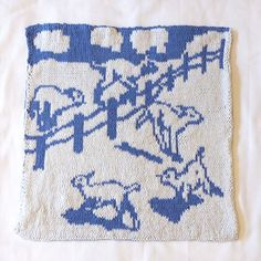 The project can be worked as stranded knitting or Double Knit. Stranded knitting uses less yarn while Double Knitting produces a reversible result or a more stretchy pillowcase.