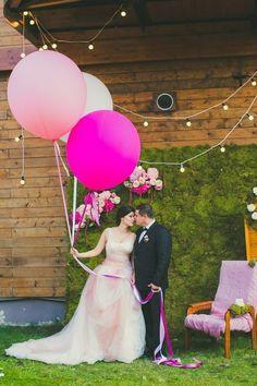 Воздушные шары – невесомые, красивые, парящие. Это лучший декор для свадебных…