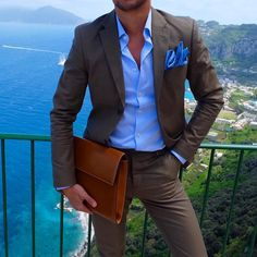 Suit for men / Keep your shirt tucked in Best Suits For Men, Cool Suits, Mens Suits, Brown Suits For Men, Gentleman Mode, Gentleman Style, Suit Fashion, Mens Fashion, Fashion Outfits