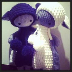 black and white LUPO the lamb made by pauinha6 / crochet pattern by lalylala