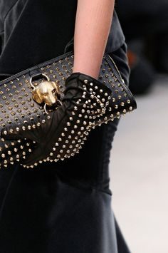 Purse and gloves in black leather with gold studs