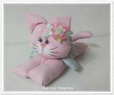 Peso de porta Gatinha Decor Crafts, Diy Crafts, Cat Pattern, Softies, Crochet, Hello Kitty, Easy Diy, Crafty, Embroidery