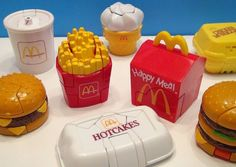 When McDonalds happy meal was happy! Mcdonalds Happy Meal, Mcdonalds Food Menu, Happy Meal Box, 1990s Toys, Retro Toys, Old Toys, Kids Meals, Nostalgia, Wave 3