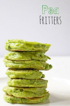 Pea fritters are a great little finger food, ideal for baby led weaning (blw) Brilliant for pack lunch boxes and can be frozen.Pea fritters are a great little finger food, ideal for baby led weaning (blw) Brilliant for pack lunch boxes and can be frozen. Pea Fritters, Fingerfood Baby, Healthy Snacks, Healthy Recipes, Detox Recipes, Healthy Finger Foods, Healthy Baby Food, Healthy Carbs, Healthy Kids