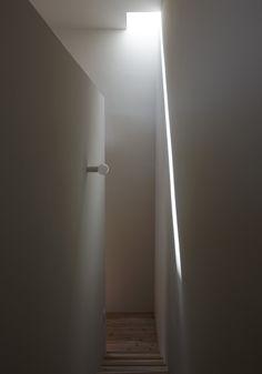box+void house Light from the skylight   http://www.kawazoe.biz/