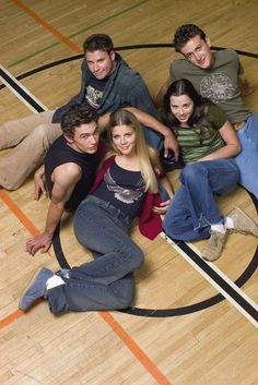 Linda Cardellini, Busy Philipps, James Franco, Seth Rogen, and Jason Segel in Freaks and Geeks Pulp Fiction, Movies Showing, Movies And Tv Shows, Freeks And Geeks, 2000s Tv Shows, Tank Top Swimsuit, Bionic Woman, When Im Bored, James Franco
