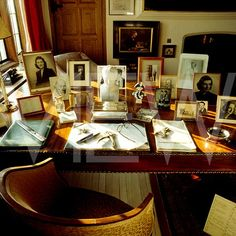Chartwell House Interior | Desk in the study at Chartwell home of Sir Winston Churchill ...