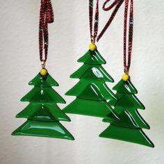 Ornamento de vacaciones de Navidad, árbol de vidrio fundido en w colgante verde rojo amarillos toppers de la cinta, personalizar el conjunto de 3 árboles verdes triángulos