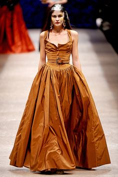 Andreas Kronthaler for Vivienne Westwood Spring 2011 Ready-to-Wear Fashion Show Timeless Fashion, High Fashion, Fashion Show, Fashion Design, Fashion Styles, Fashion Fashion, Street Fashion, Fashion Brands, Do It Yourself Fashion