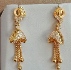 Latest light weight gold latkan earrings to make your special events more special. We are sure that you will like our selection of earrings. Gold Jhumka Earrings, Gold Bridal Earrings, Jewelry Design Earrings, Gold Earrings Designs, Earings Gold, Bridal Jewelry, Latest Earrings Design, Diamond Earrings, Prom Jewelry