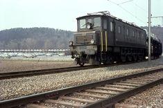 SBB, Lupfig (Birrfeld), Ae 4/7 10920 mit Autozug, AMAG Auslieferungszentrum Lupfig, Aufnahme 1966